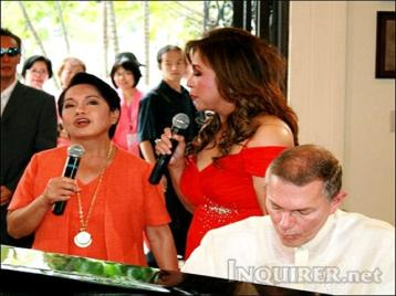 gloria-arroyo-with-richard-carpenter.jpg